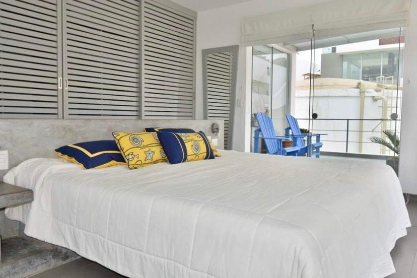 10 de 29: Dormitorio principal con terraza privada.