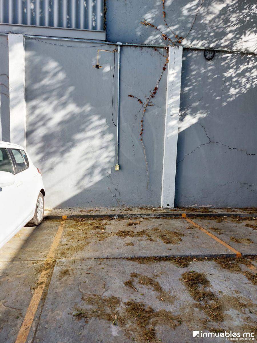 27 de 28: Cajón de Estacionamiento independiente