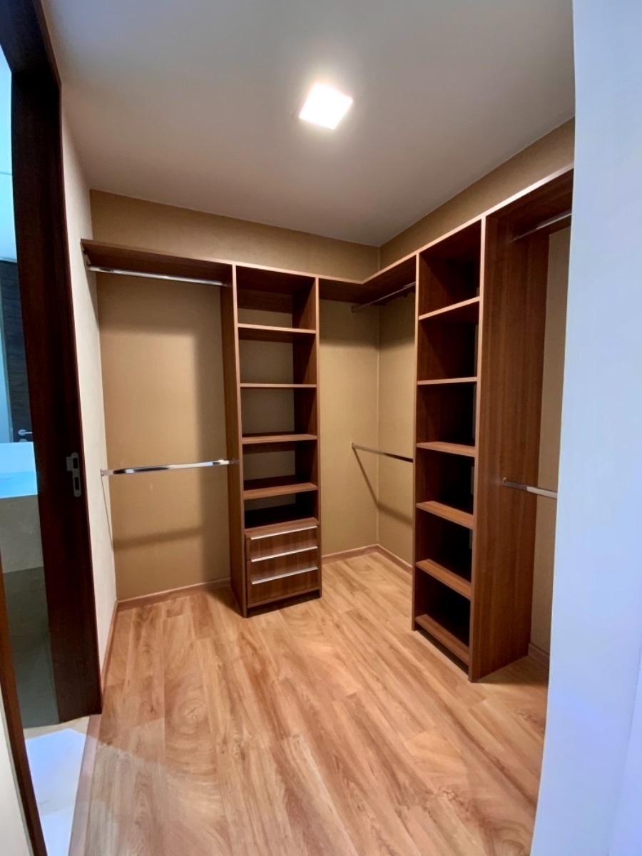 11 de 20: Closet vestidor recamara principal