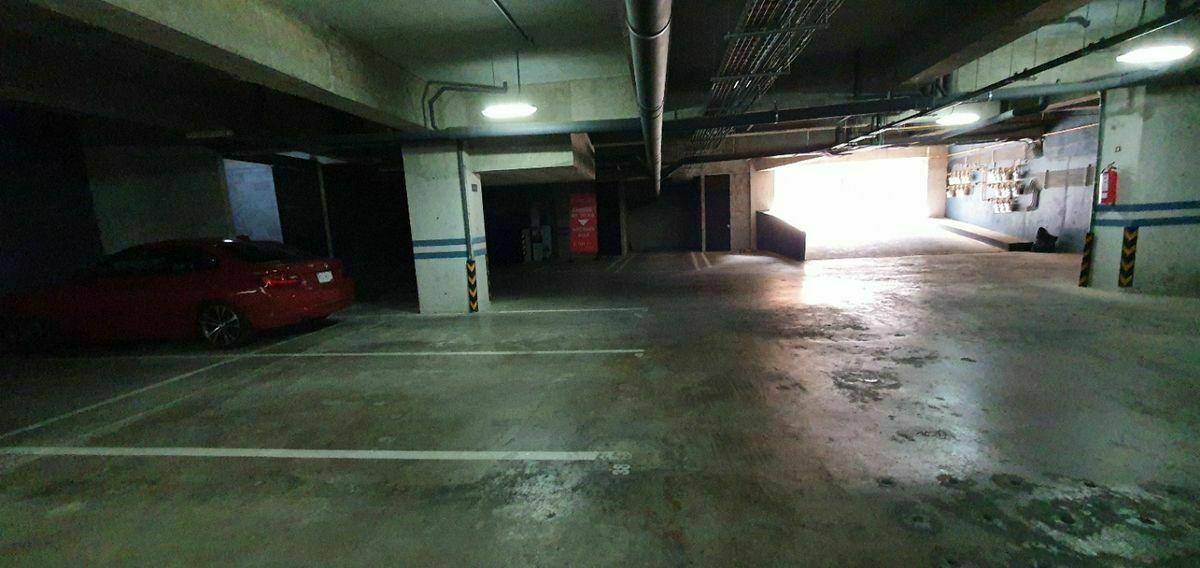25 de 30: 2 estacionamientos independientes