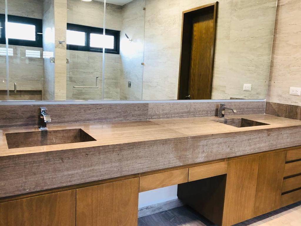 23 de 39: Baño de la recámara principal con doble lavabo