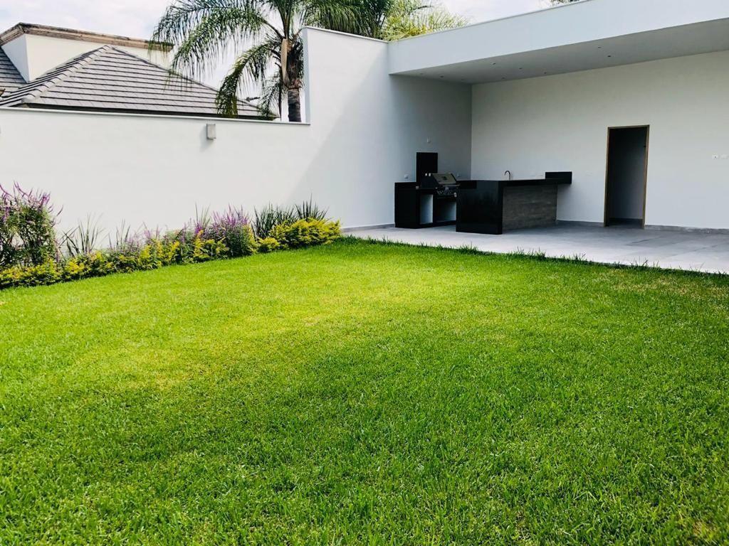 10 de 39: Jardín con terraza, asador y baño de visitas