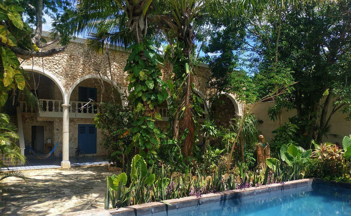 32 de 36: Jardín y Alberca