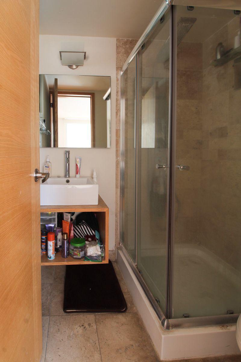 12 de 16: Baño completo de recámara principal.