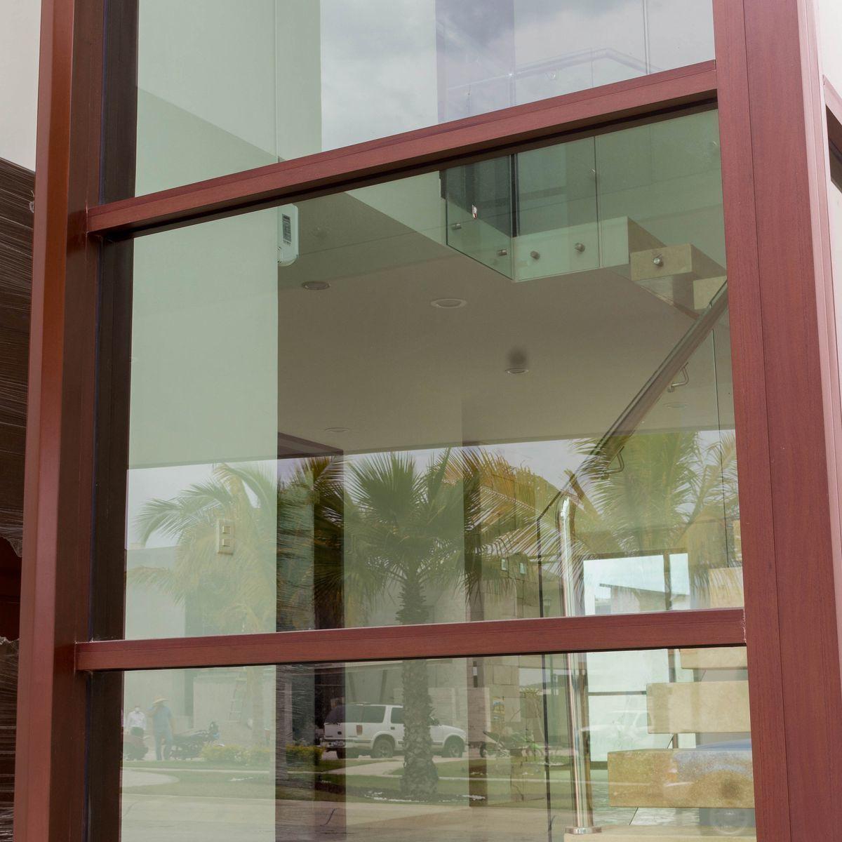 3 de 9: Grande ventanales para optimizar el uso de la luz