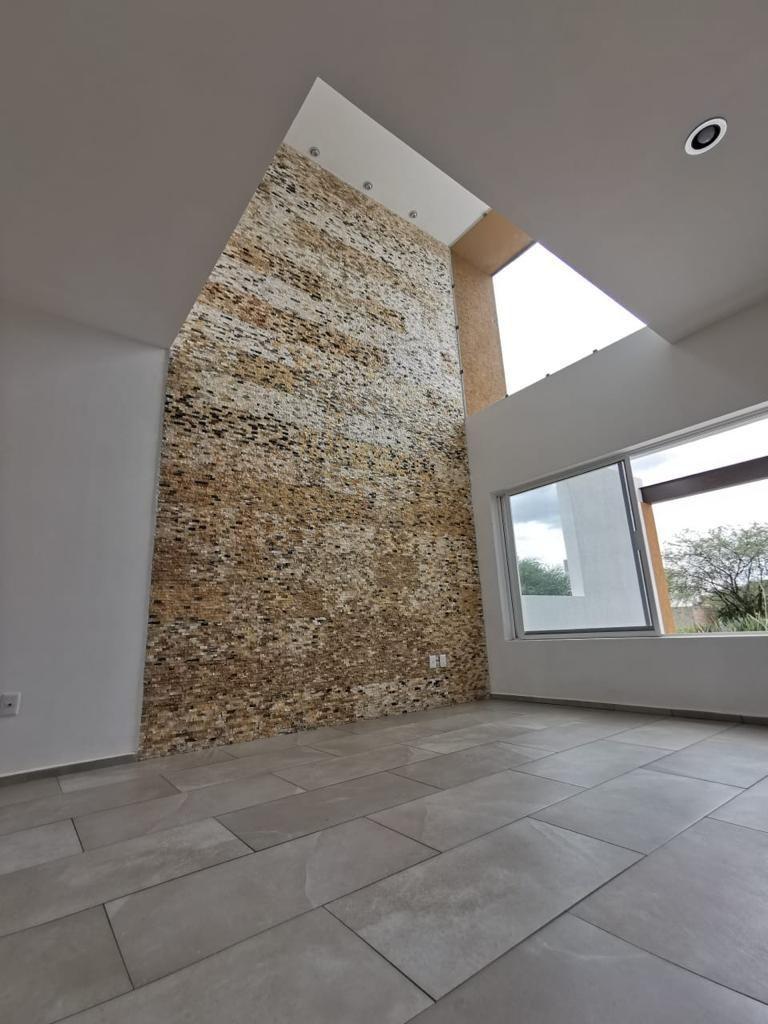 5 de 32: Detalle de piedra cuarzo en la estancia a doble altura