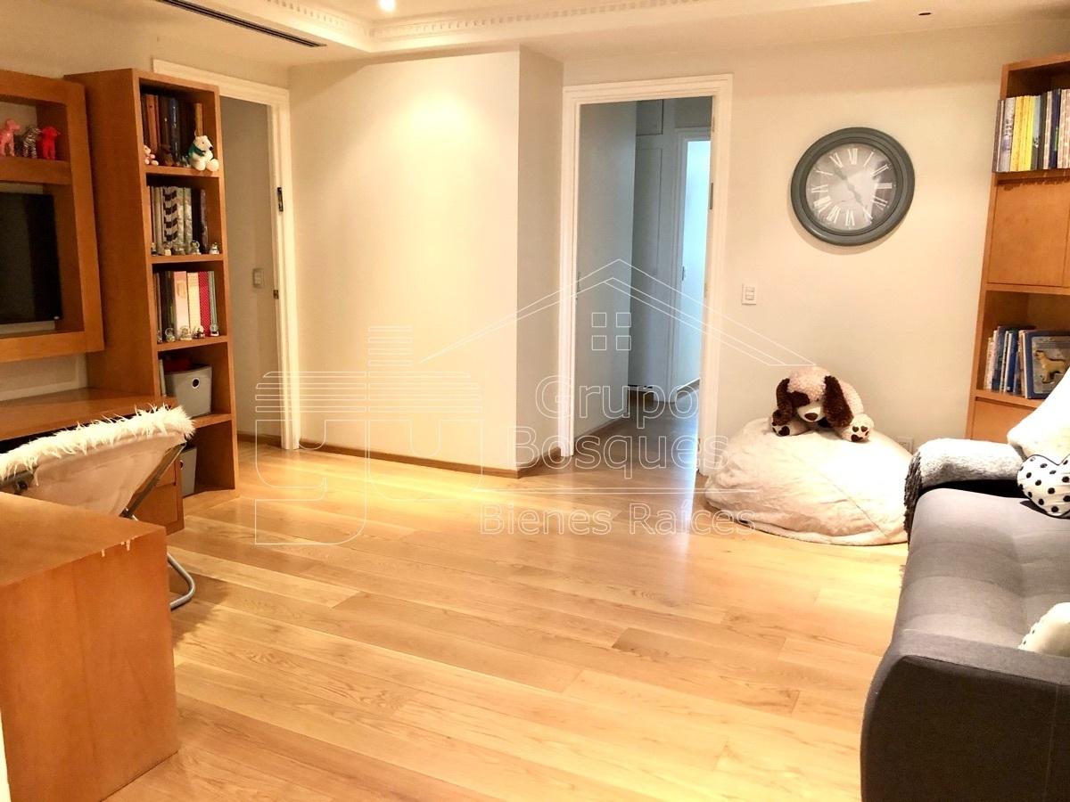 16 de 42: Estudio TV / espacio Home office
