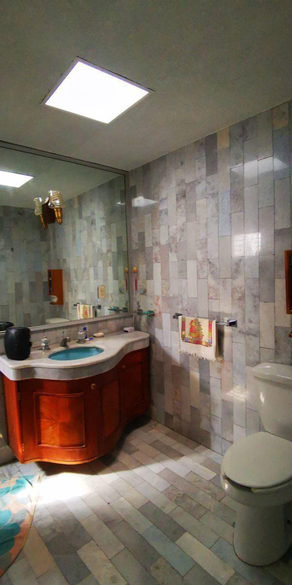35 de 41: baño principal con closet vestidor, regadera, cuarto vapor