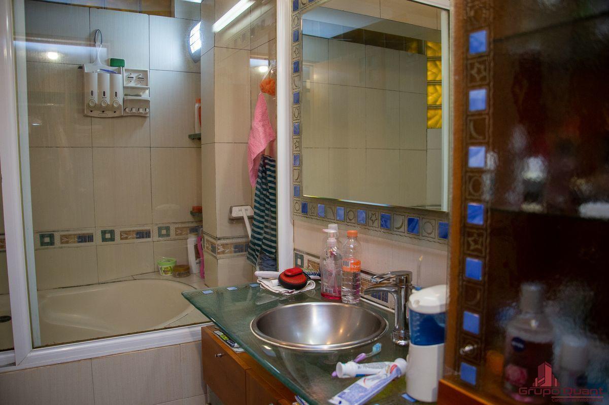 43 de 50: Baño de recámara principal