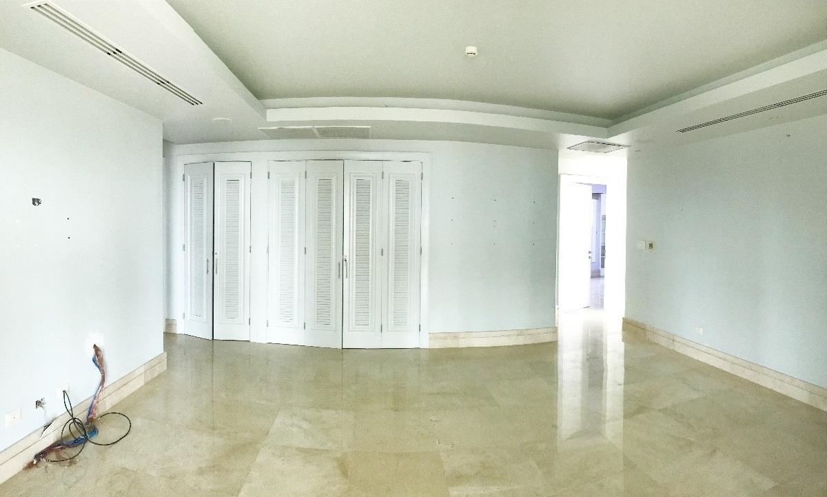 27 de 41: Family Room