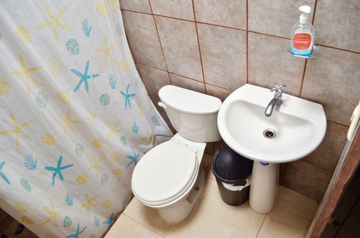 45 de 45: Baño del apartamento