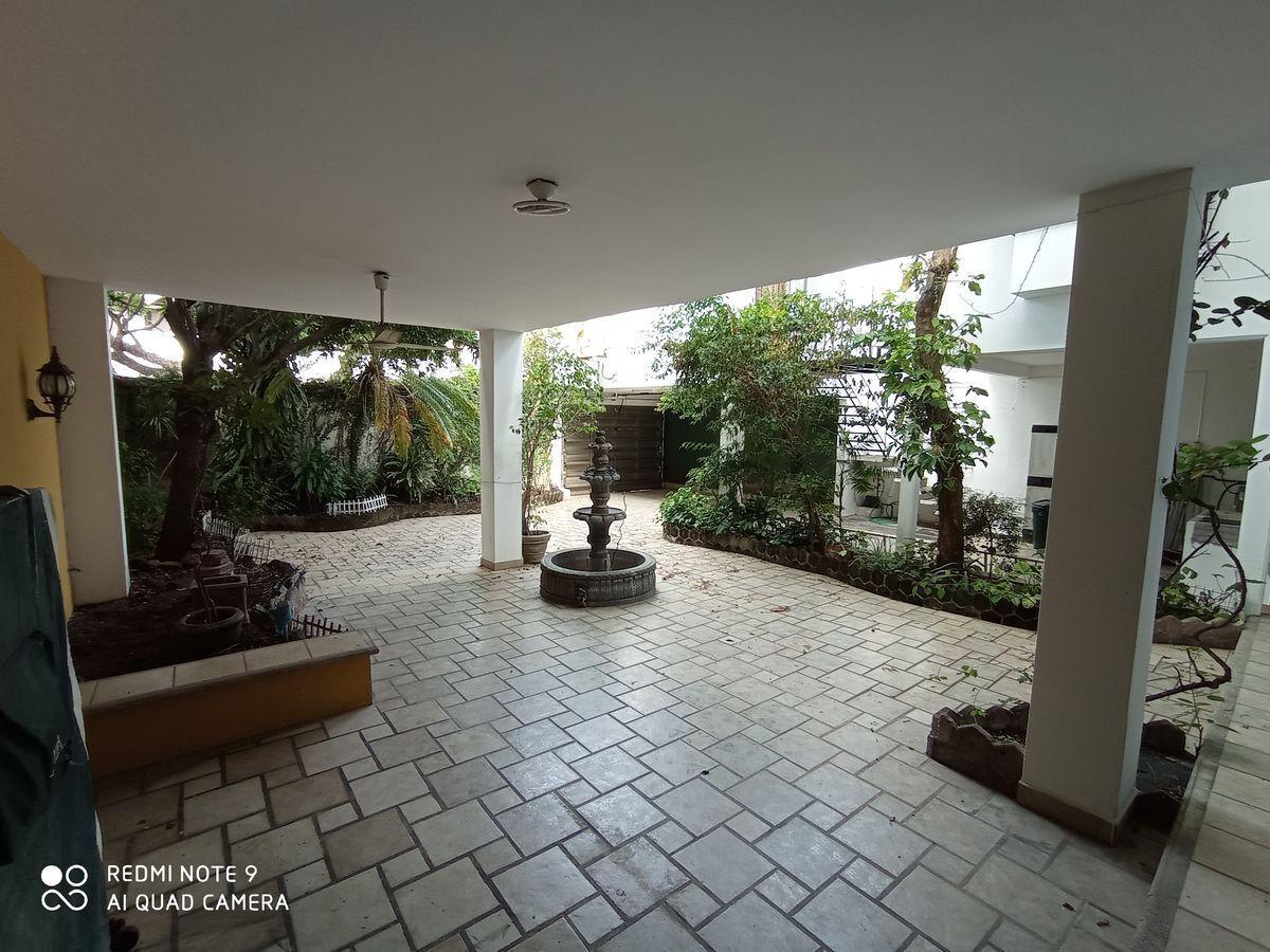 15 de 23: Vista desde la estancia al patio posterior