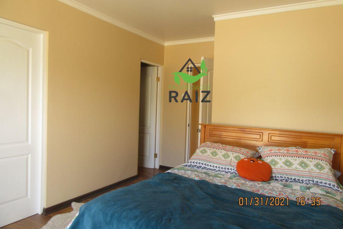 6 de 12: Dormitorio con baño en suite y walking closet