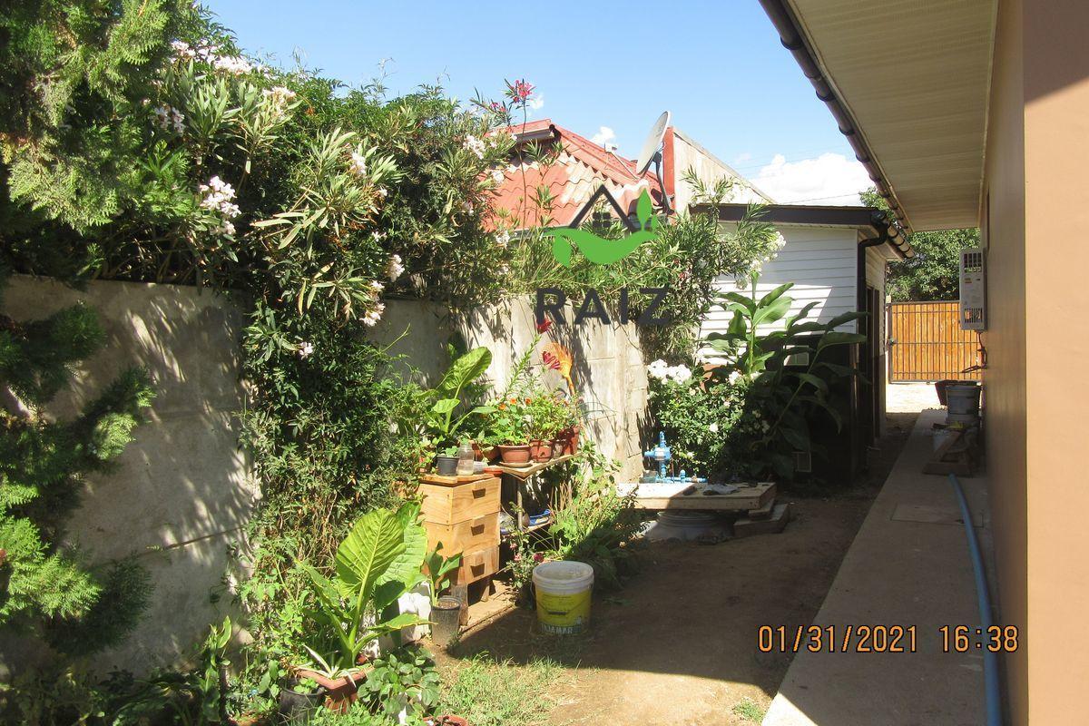 10 de 12: Costado jardín