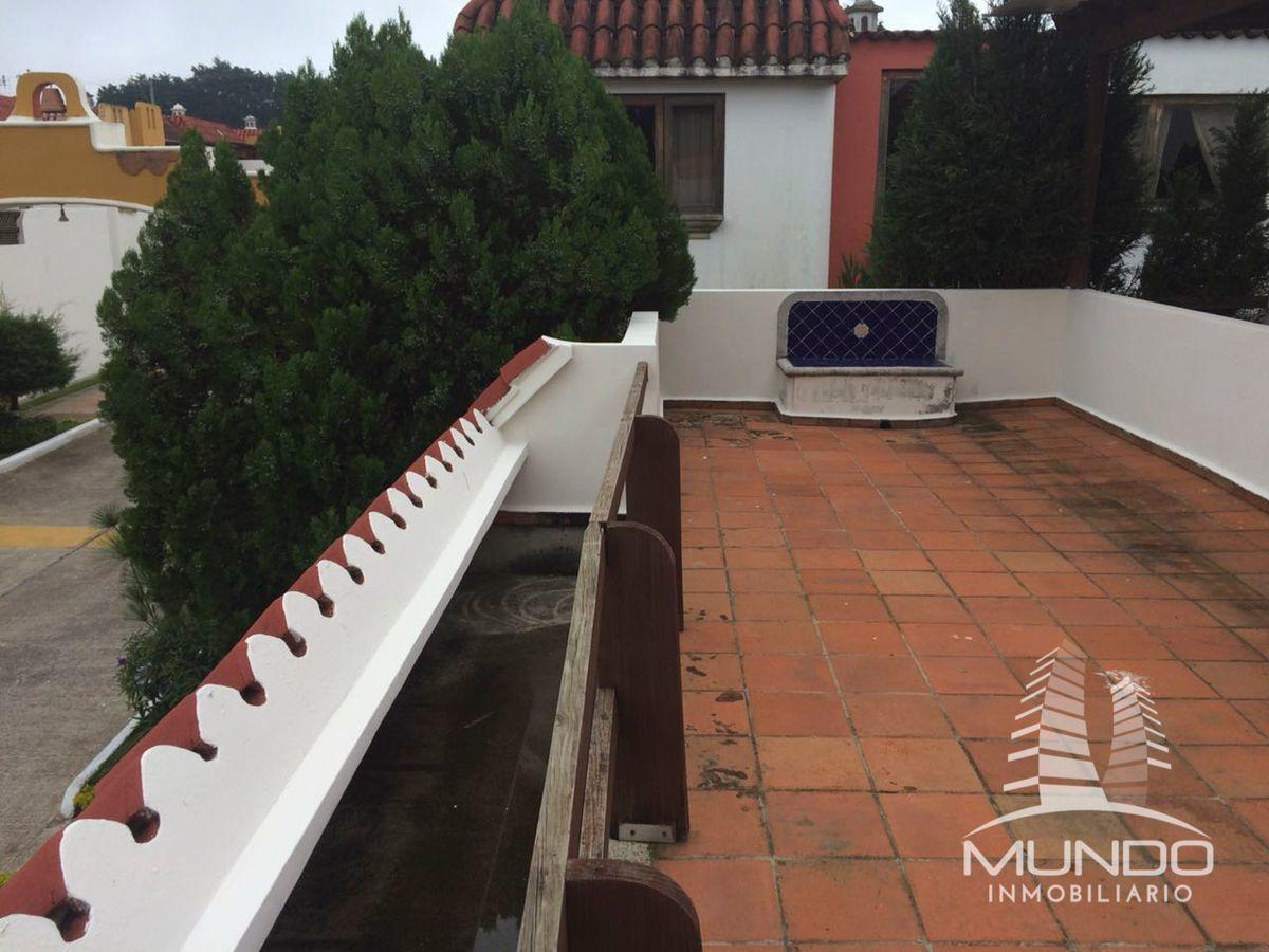 5 de 12: Amplia Terraza/ balcón