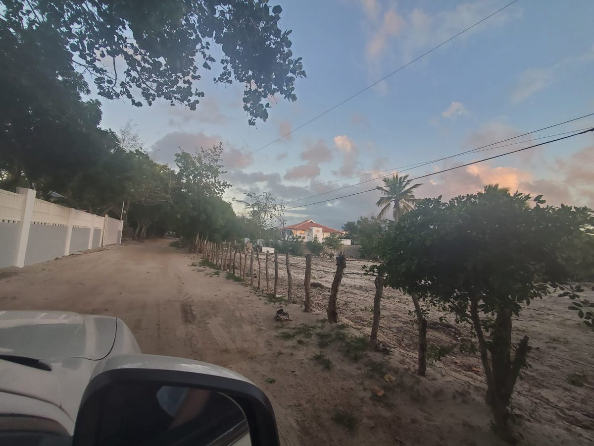 4 de 8: Foto del solar desde la c/Camino Punta Rucia