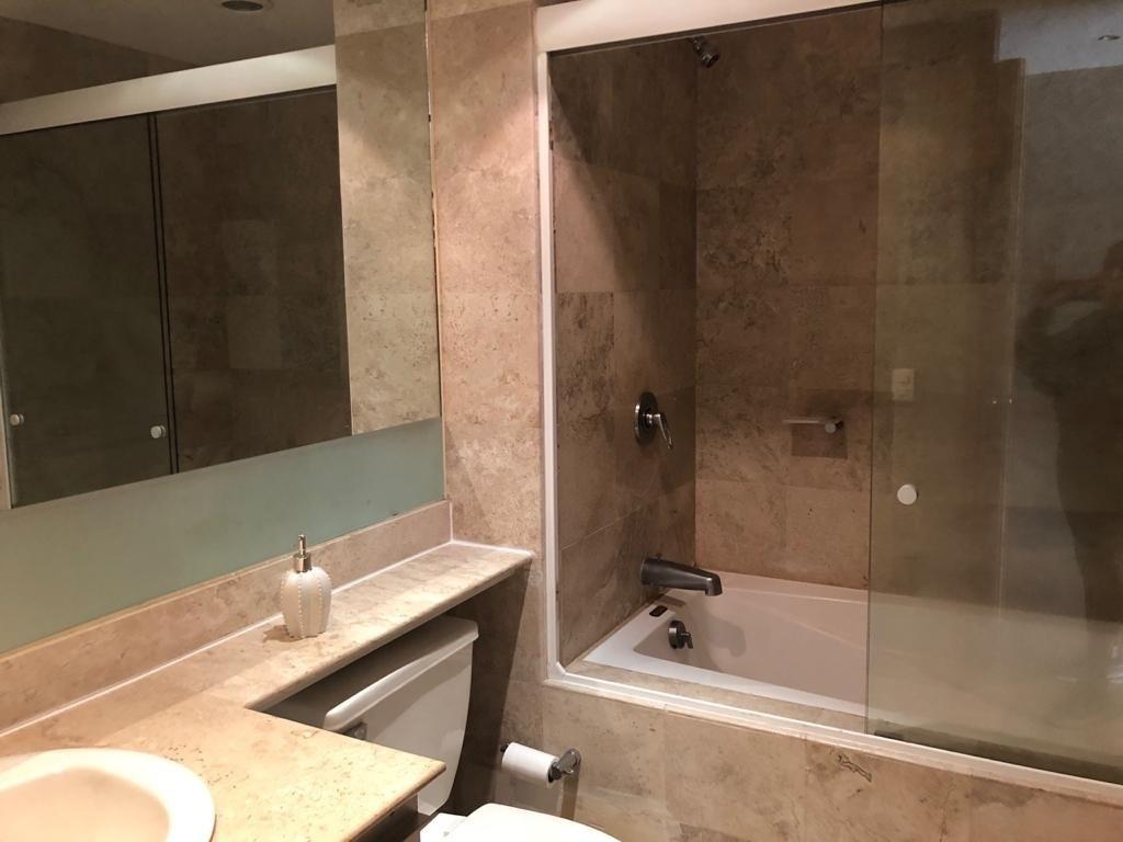 11 de 18: Baño cuarto 2