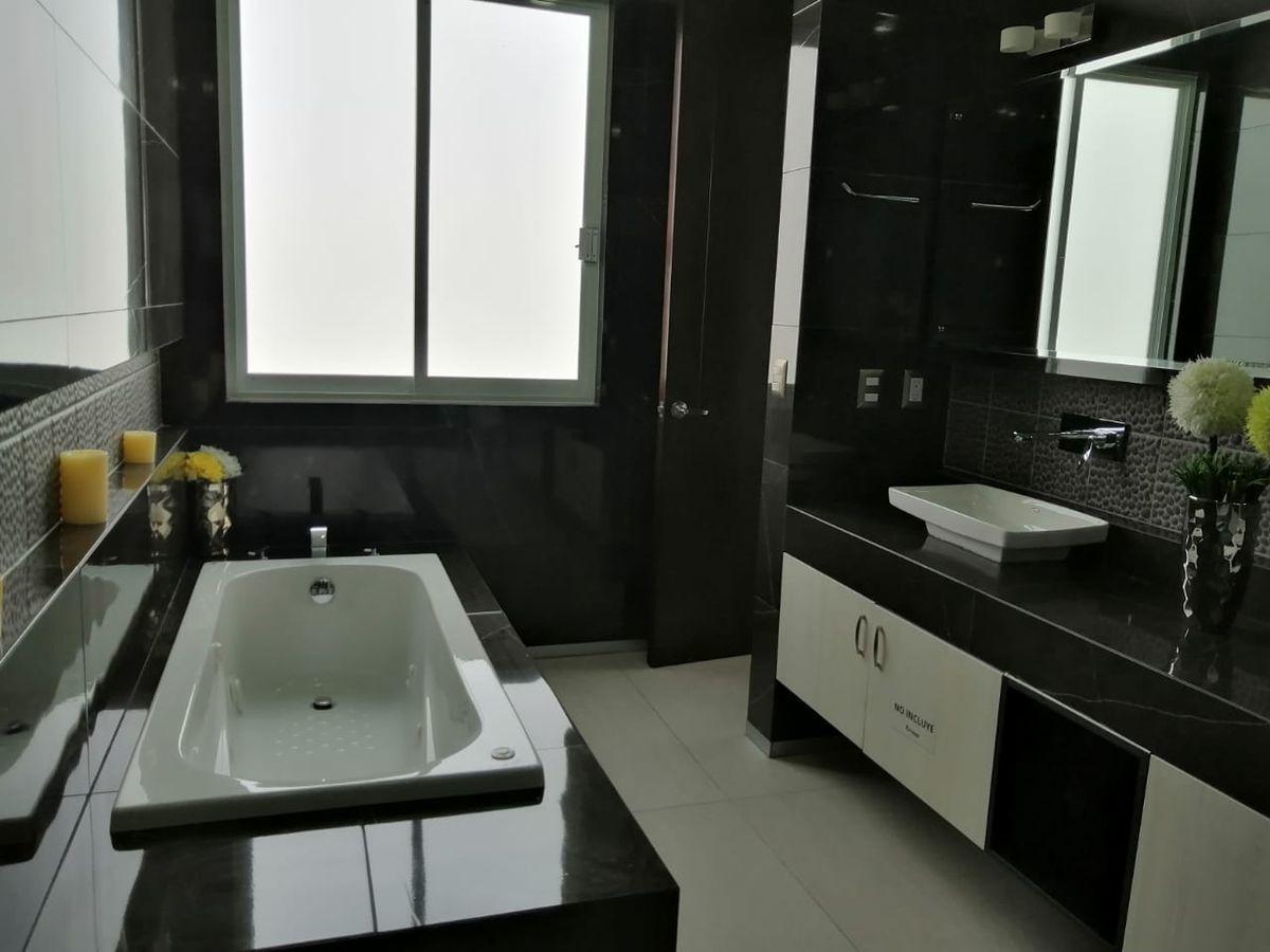 10 de 32: habitación principal   con tina de hidromasaje