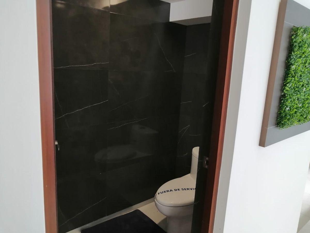 6 de 32: medio baño en planta baja para visitas