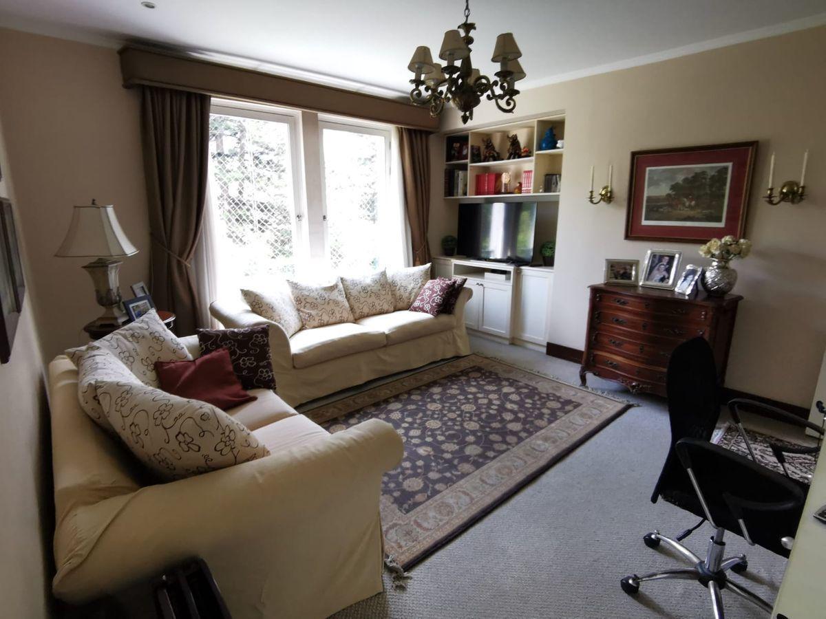 18 de 31: Buena sala de estar con vista al Boulevard y escritorio