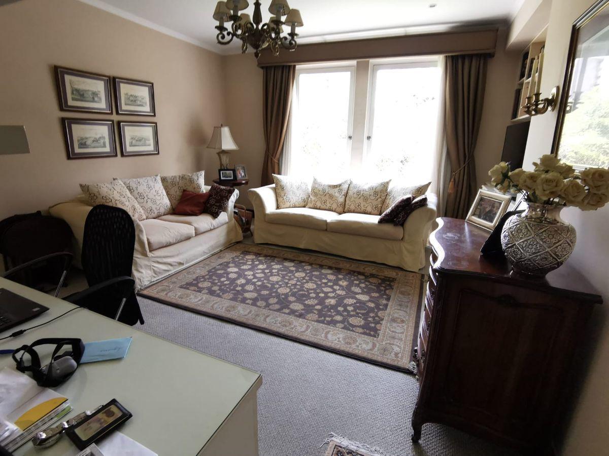 4 de 31: Buena sala de estar con vista al Boulevard y escritorio