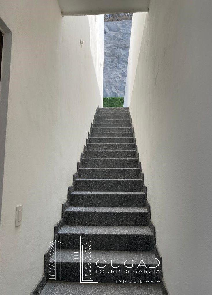 4 de 19: Escales a 1er nivel exteriores