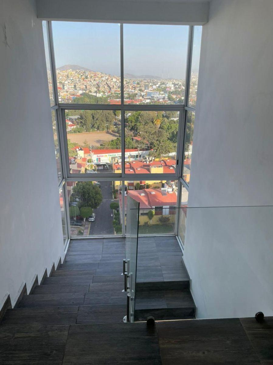 11 de 12: Escaleras para segundo nivel.