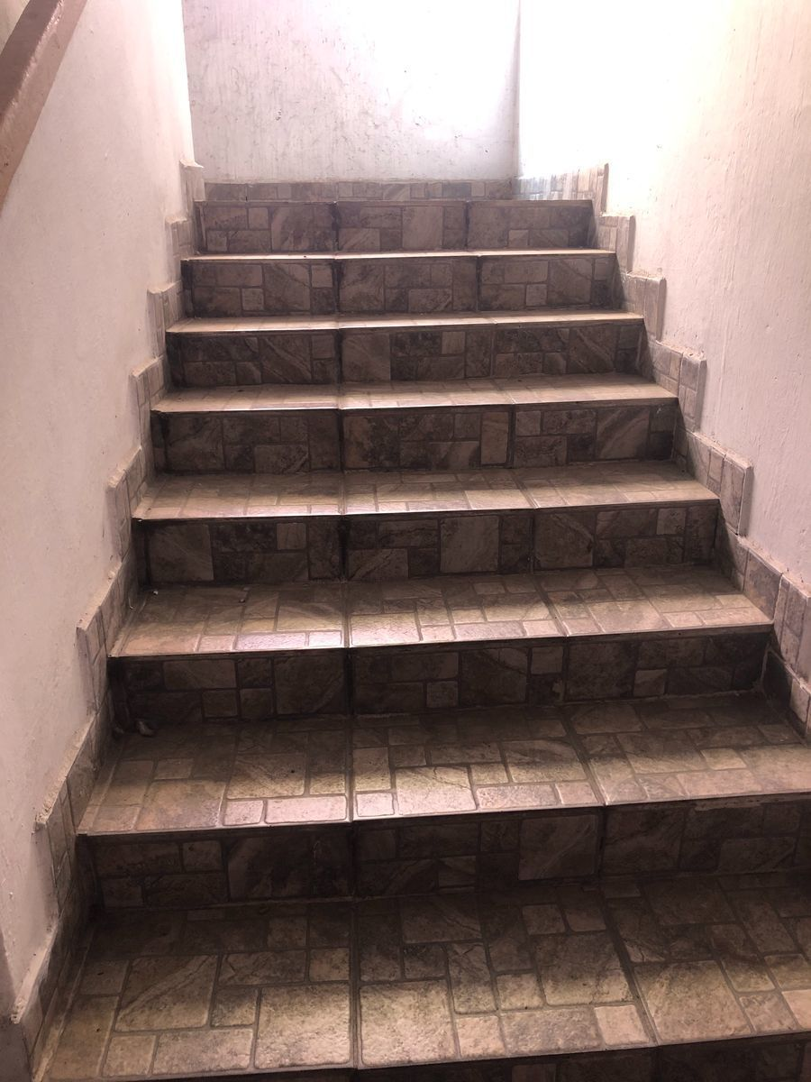 6 de 20: Escaleras del pasillo