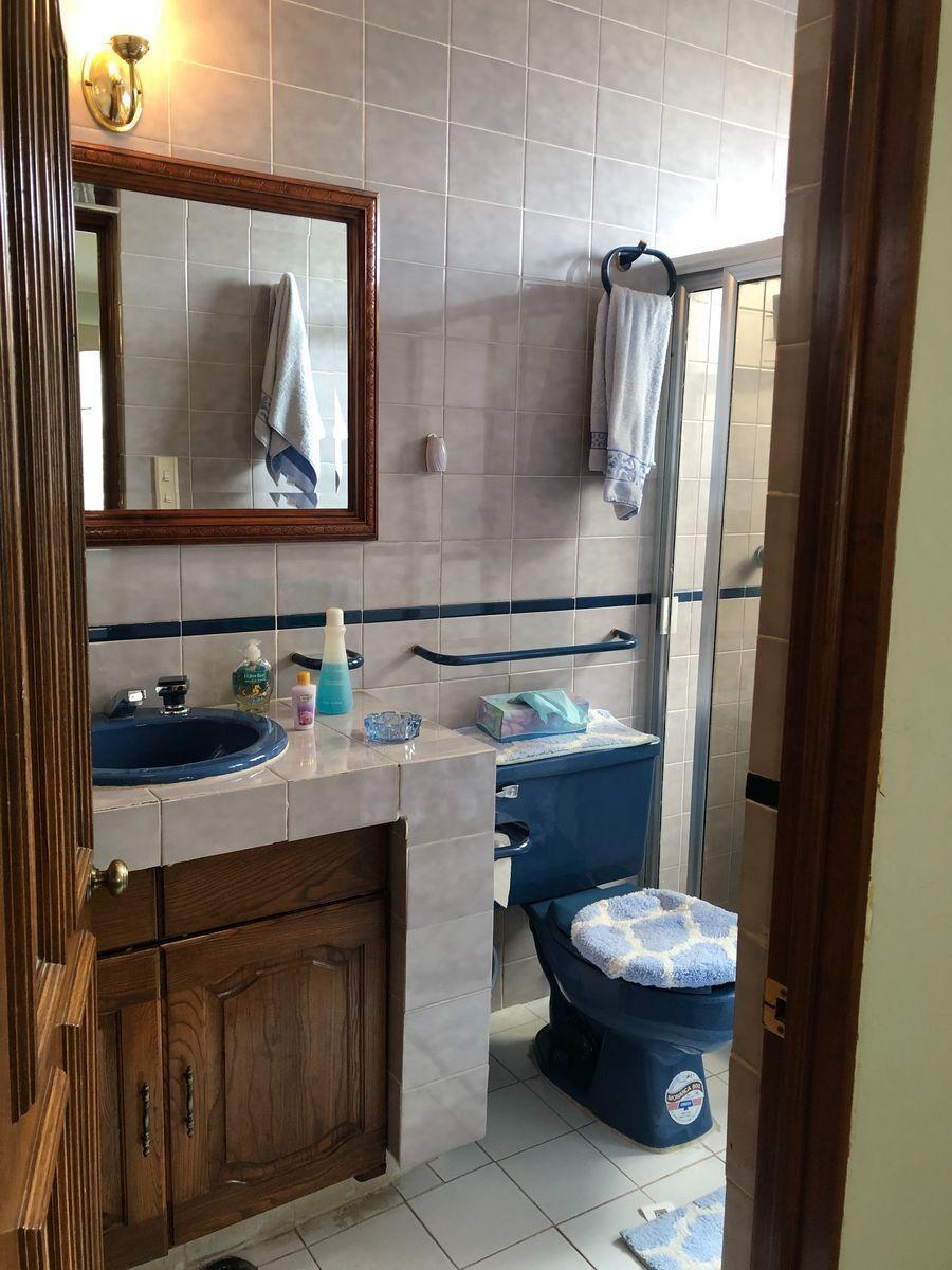 17 de 25: Baño habitación 2