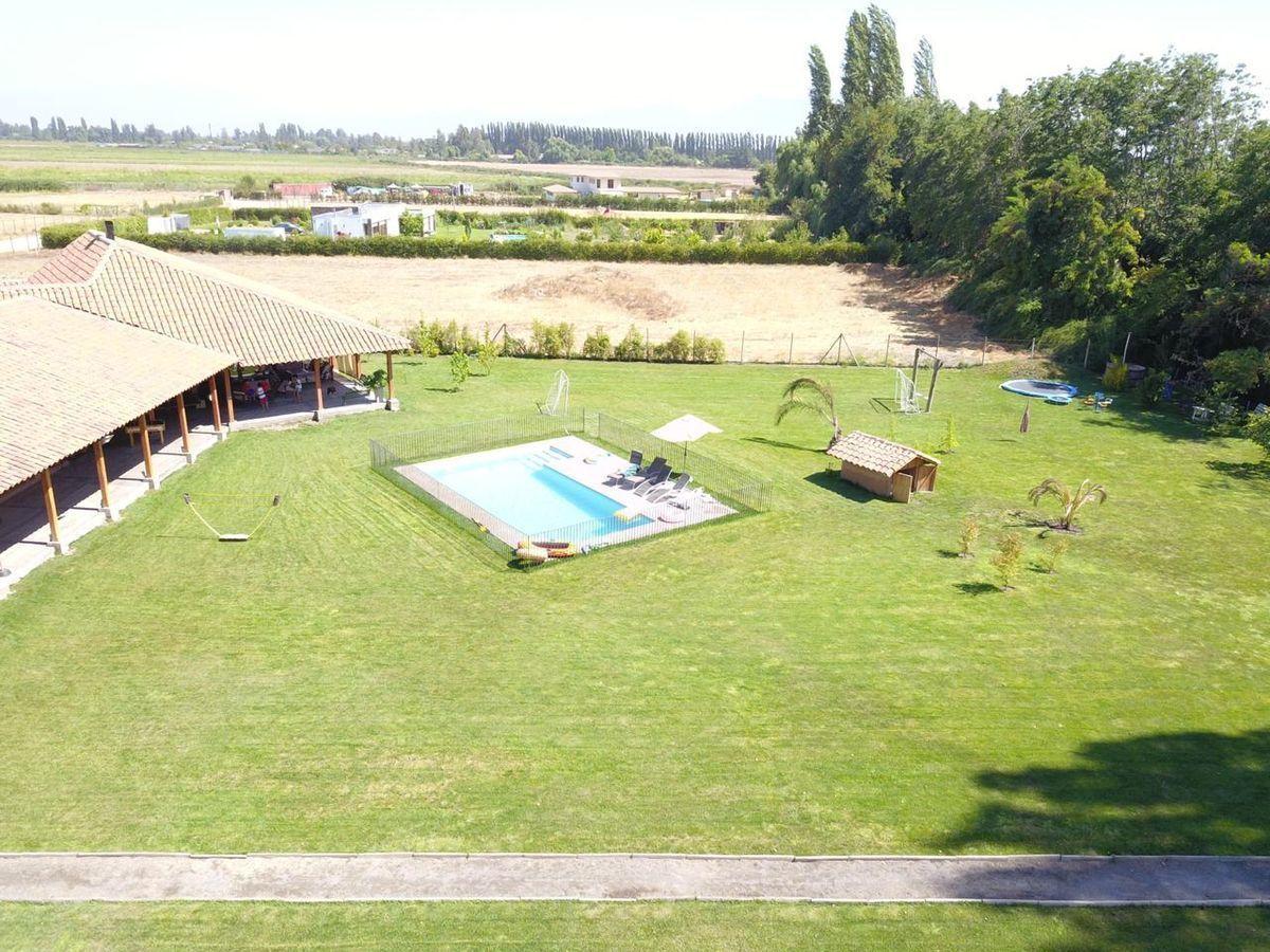 4 de 9: Vista aérea interior y piscina