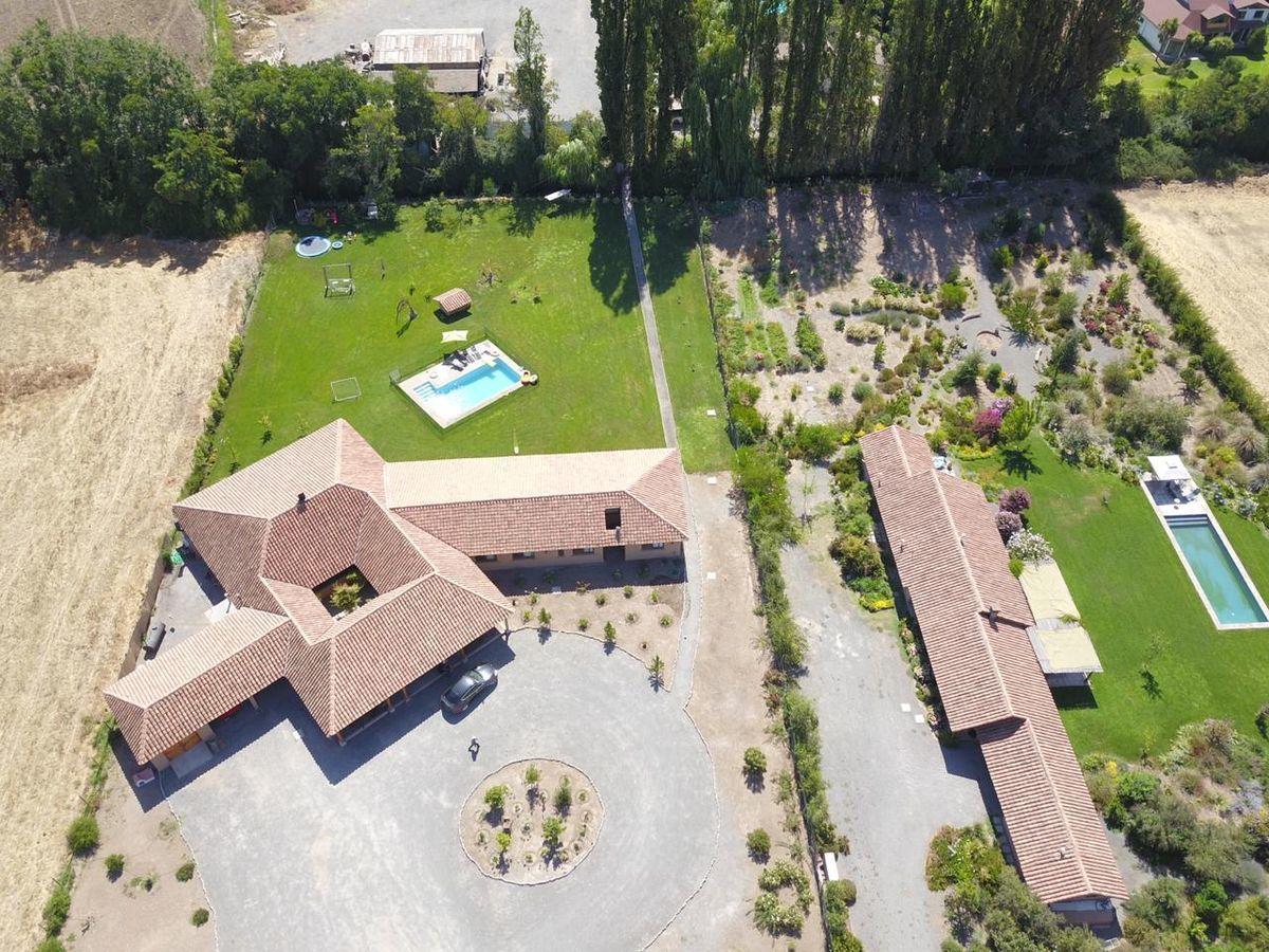 3 de 9: Vista aérea casa y casa vecino