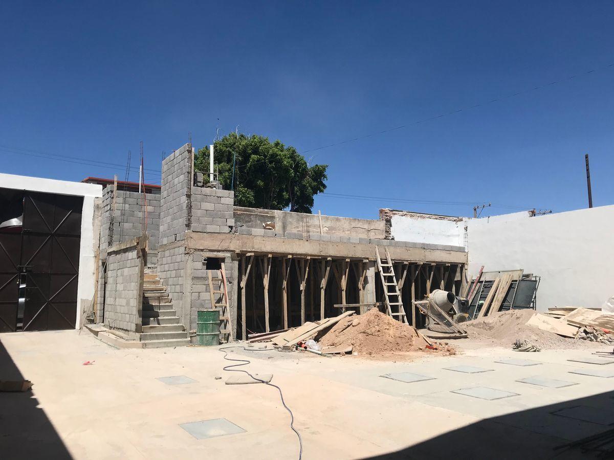 13 de 19: Terraza en común, aún en construcción.