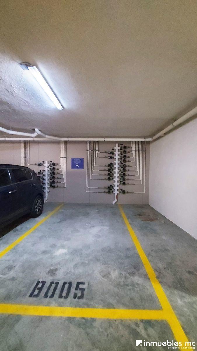 18 de 19: Estacionamiento techado