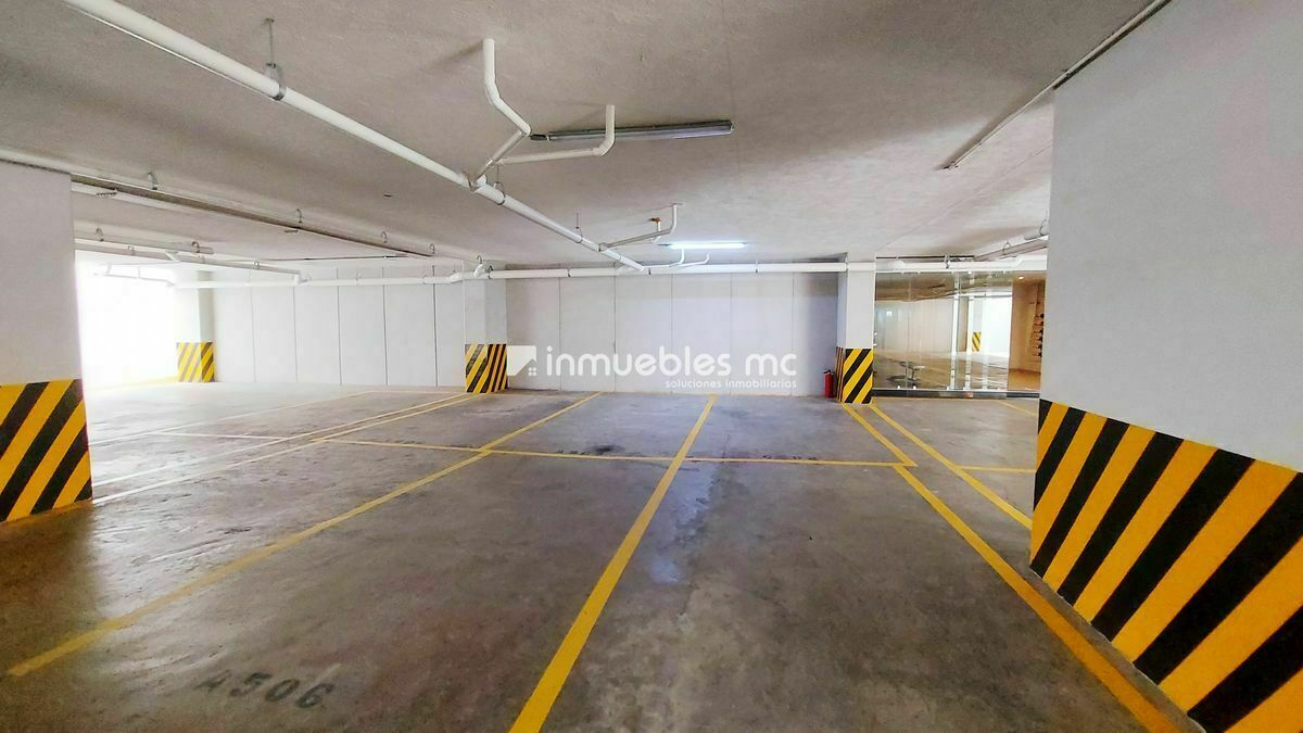20 de 20: Estacionamiento techado