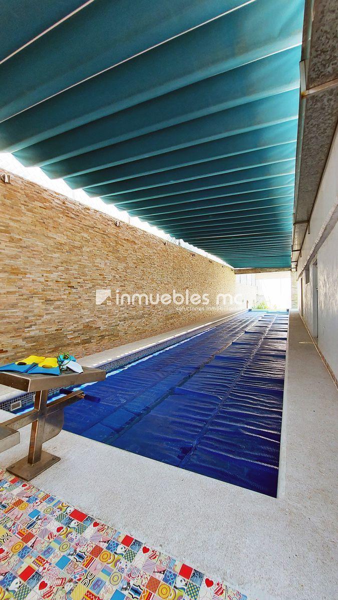 1 de 38: carril de nado con trampolín semi techado