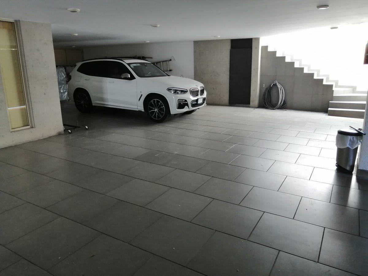 50 de 50: estacionamientos cubiertos