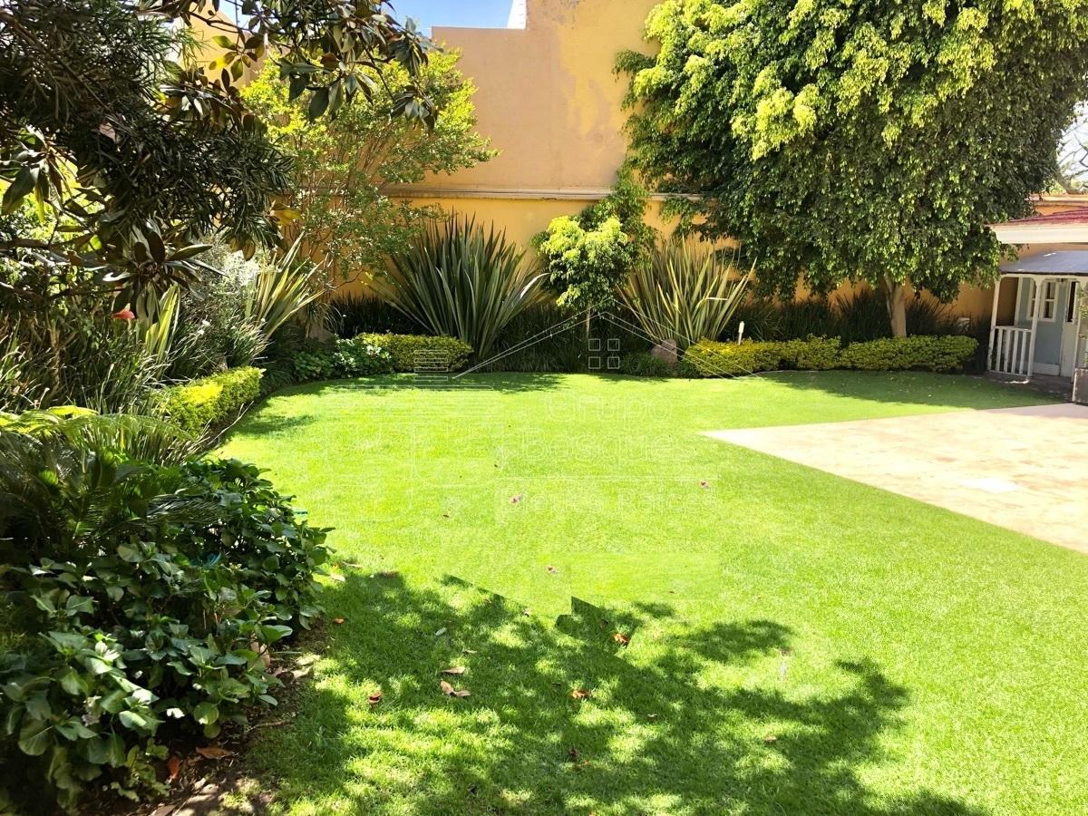 2 de 40: Casa renta bosques de las lomas jardin