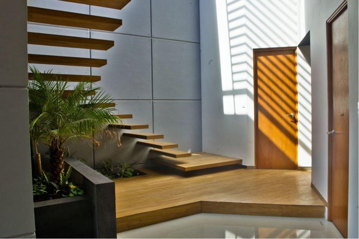 2 de 8: Escalera de arquitectura moderna