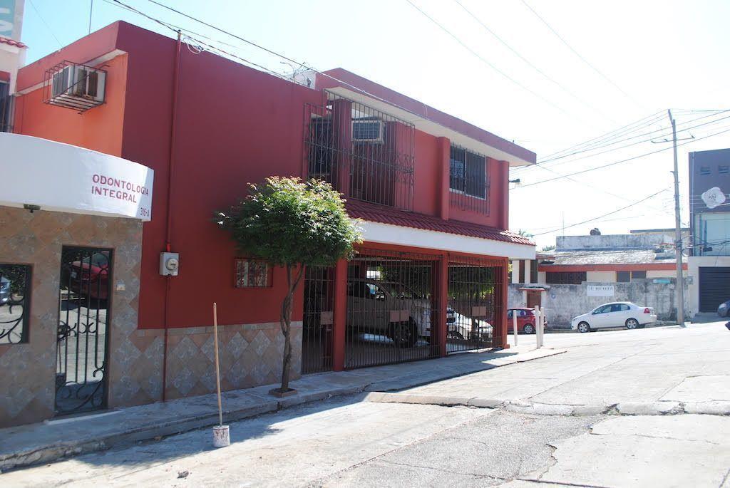 3 de 22: Esquina lateral  con  fachada frente de calle 3 de 13.50 m