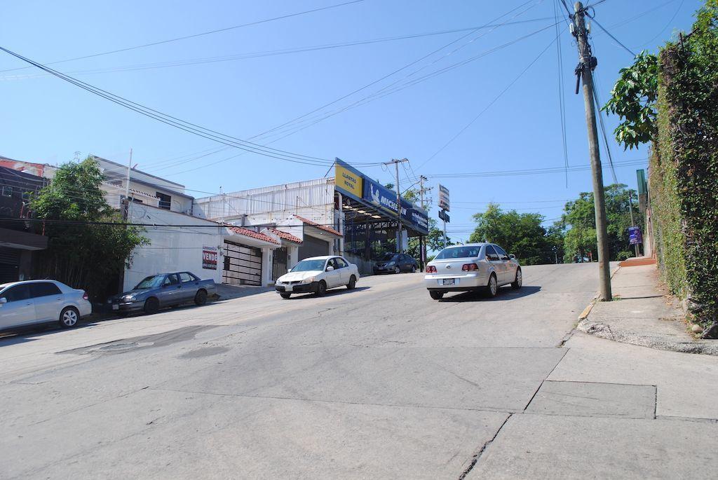 19 de 22: Alto flujo vehicular en Calle Lamberto Castellanos