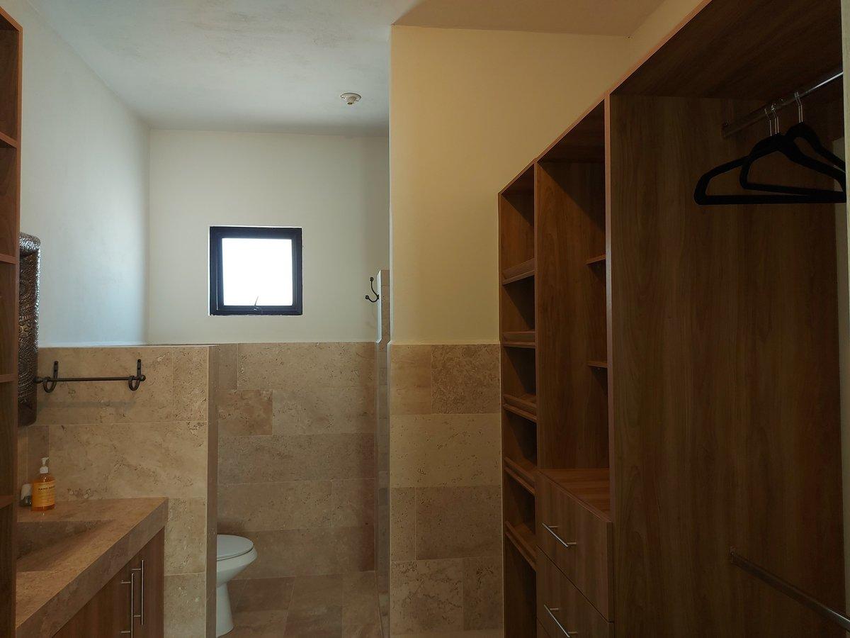 18 de 20: Vestidor y baño recámara principal