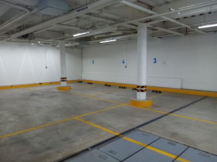 23 de 24: Estacionamiento