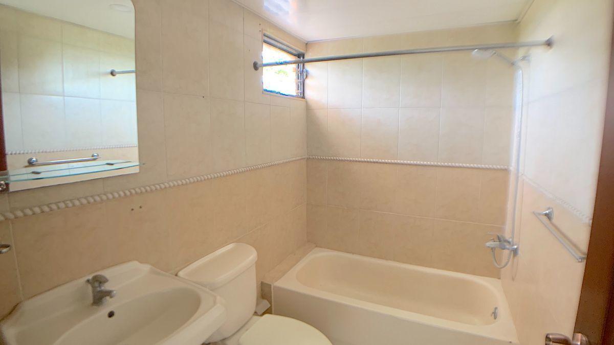 9 de 18: Baño habitación principal
