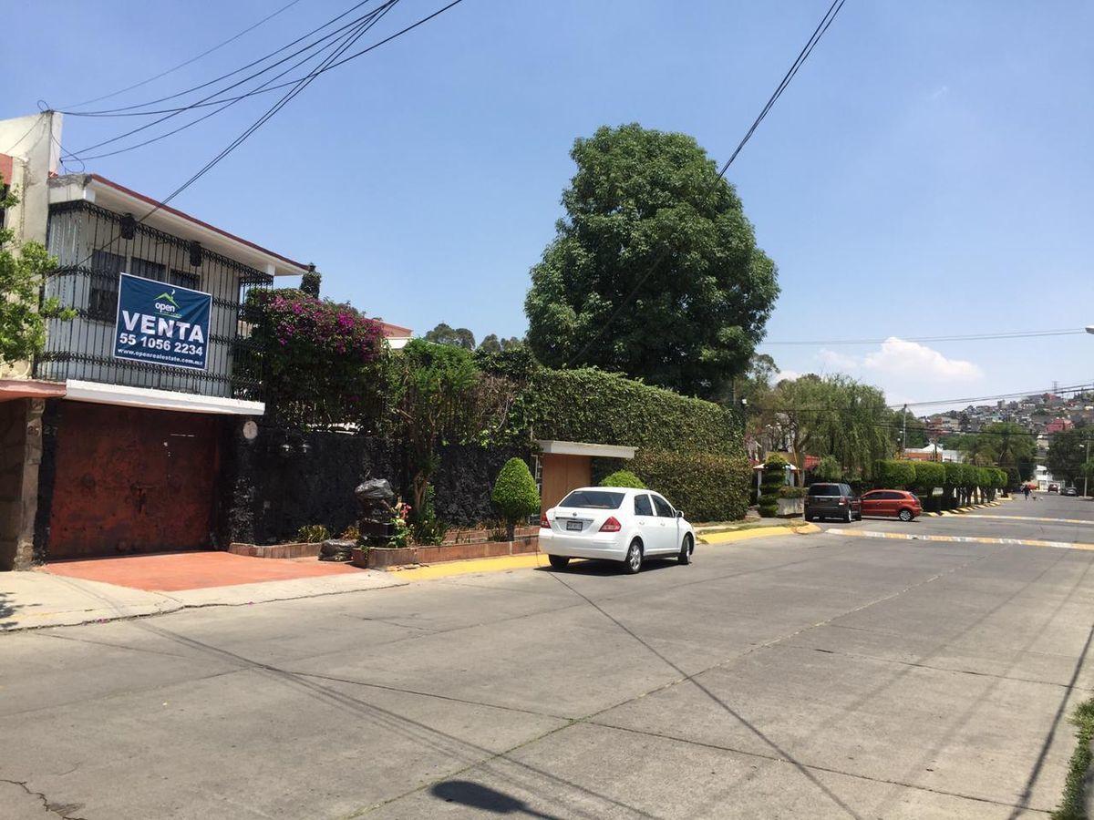 2 de 28: Calle cerrada con vigilancia las 24 horas