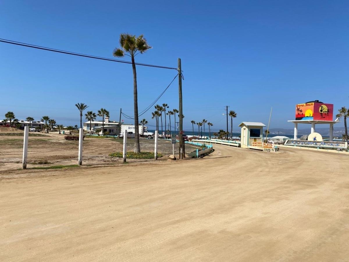 24 de 35: Corona Beach entrada