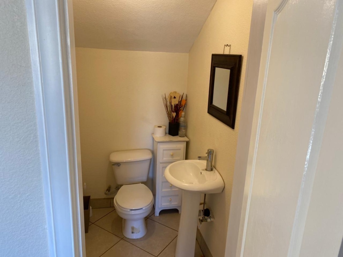 12 de 35: medio baño en planta baja