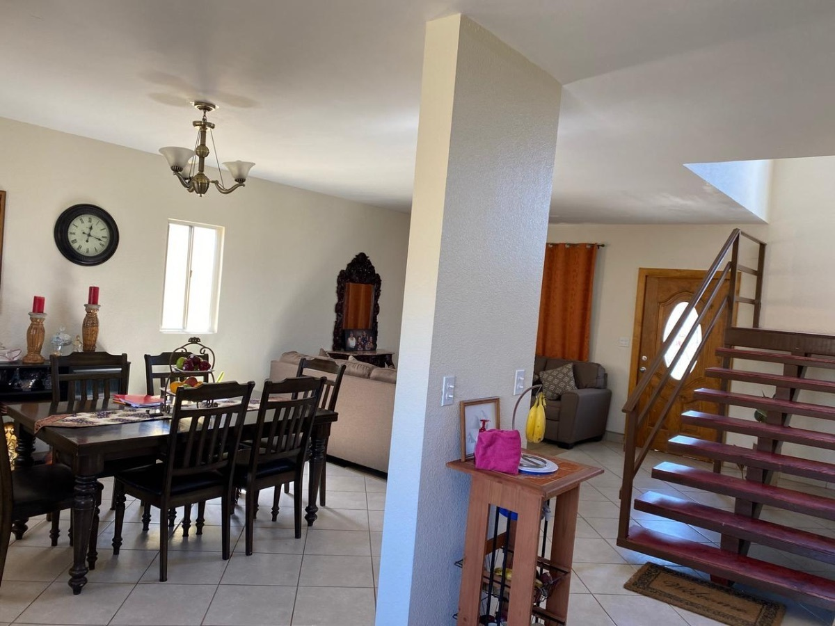6 de 35: vista de cocina a comedor. escaleras