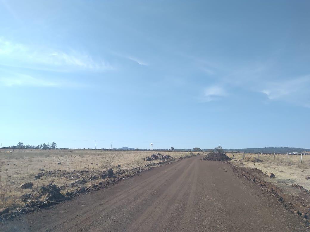 4 de 18: Nivelación de acceso. El terreno esta junto al deposito .