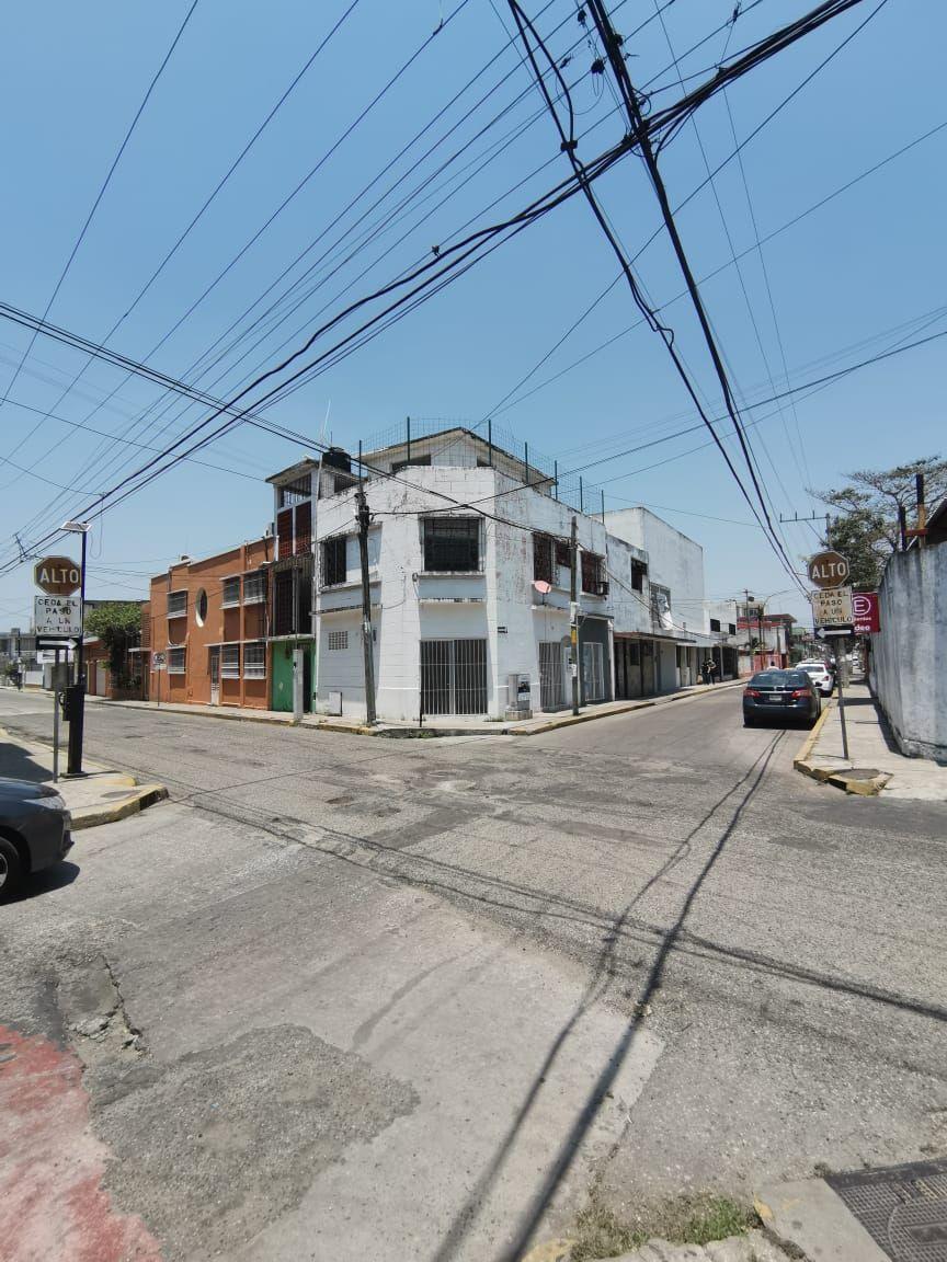 1 de 18: Esquina Calle Juan Alvarez y calle Lino Merino