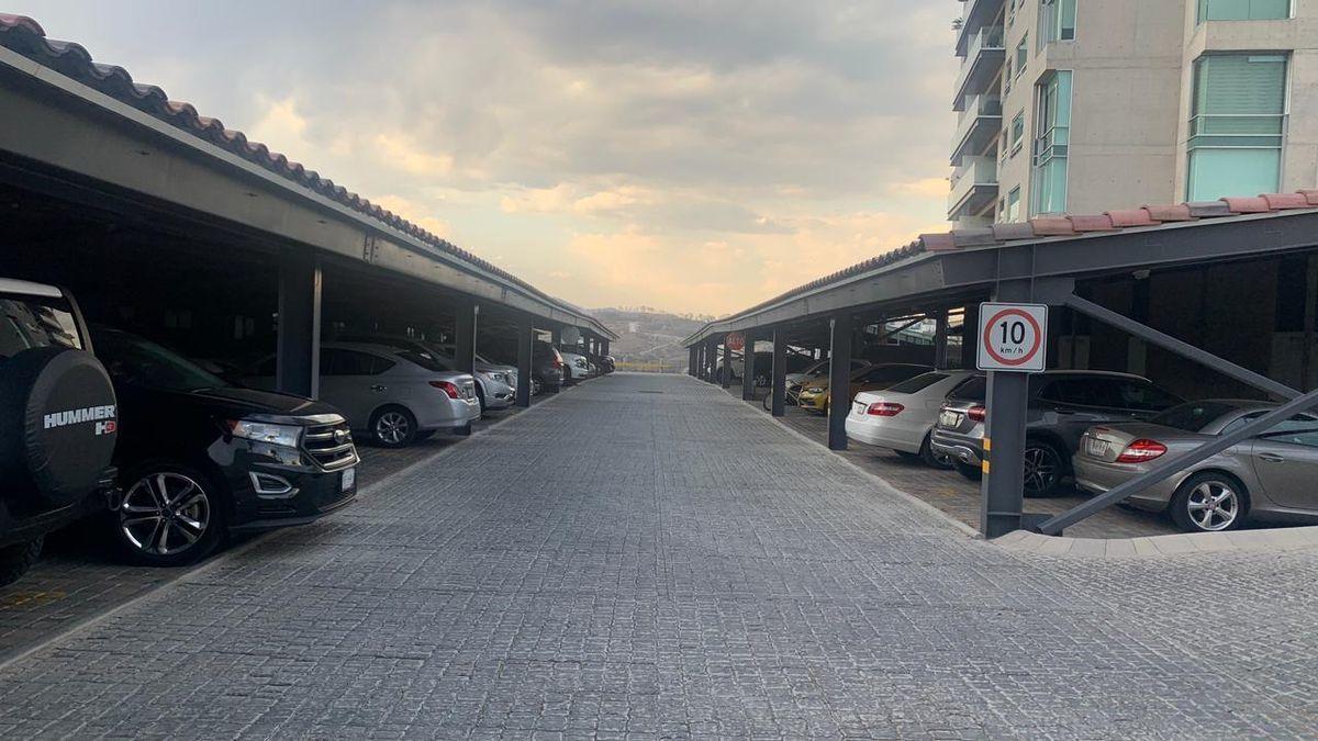 4 de 10: Estacionamiento techado.
